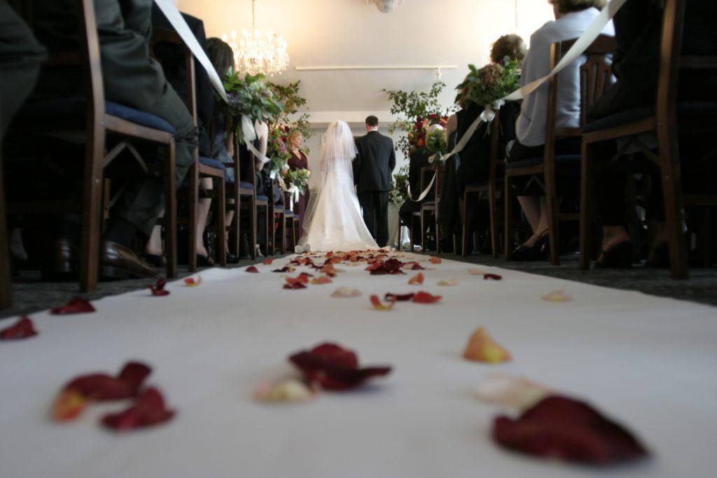 Hochzeitsvideo Brautpaar Altar